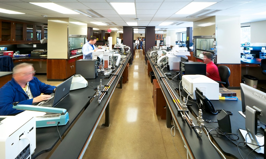 Lab-Center-Aisle-w-people